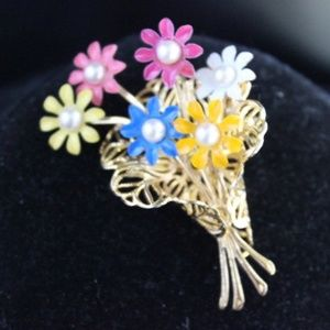 VINTAGE Bouquet of flowers brooch w/ pearl centers